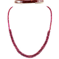 Garnet necklace with 18 kt (750/1000) gold clasp , length 50cm -*No Reserve*