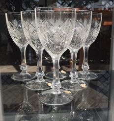 Lot consisting of 6 glasses for water/wine of finely crafted crystal