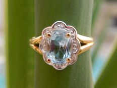 Yellow gold 18 kt ring with beautiful aquamarine.