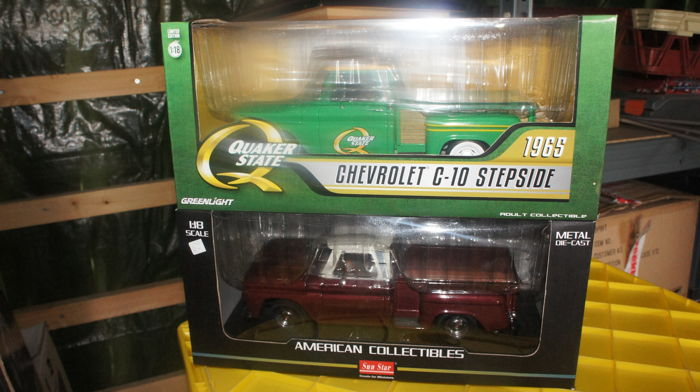 Greenlight / Sun Star - Schaal 1/18 - Lot with 2 x Chevrolet Pick-Up 1965 C-10 Stepside