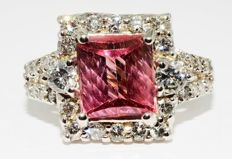 Ring with natural pink tourmaline 2.65 ct and diamonds 1.13 ct - no reserve price -