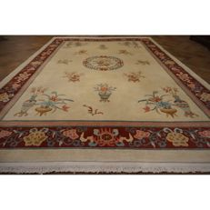 Magnificent China Art Deco pattern Oriental carpet Made in China 330 x 240 cm silk shine, very good condition