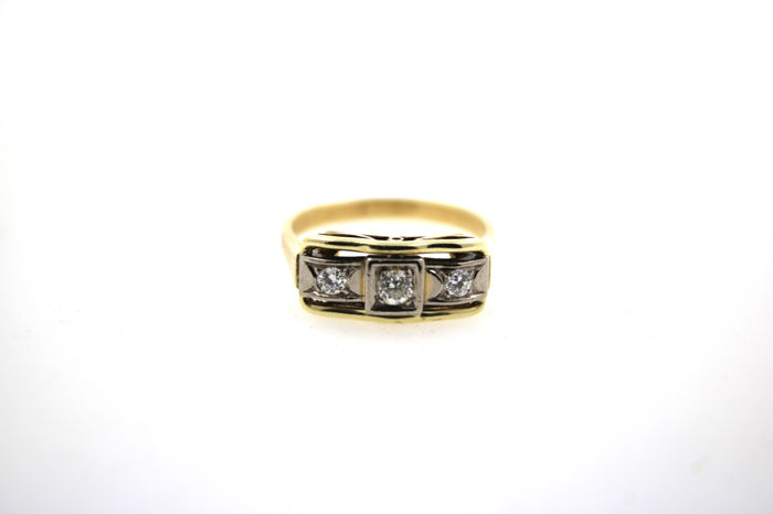 Diamonds, 585/14 kt yellow white gold ring with 0.30 ct brilliant cut diamonds in total.