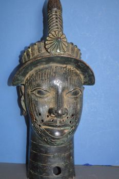 Ife Bronze commemorative head of a Queen Mother - BINI EDO - Nigeria