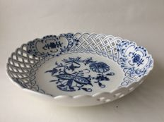 "Meissen, lace pattern ""Zwiebelmuster"" dish, 1st half of the 20th century"