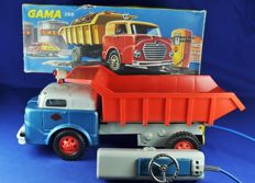 Gama, Western Germany - L. 33 cm - tin/plastic 291 / 2981 lorry / dump truck with battery remote control, 1960s