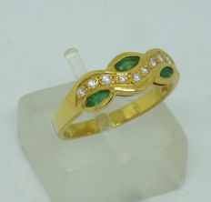 18 kt gold Ladies ring with natural emerald & diamonds - size 54
