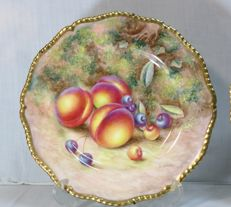 Royal Worcester plate hand painted by Harry Ayrton depicting fruits, nº1; Signed – H Ayrton
