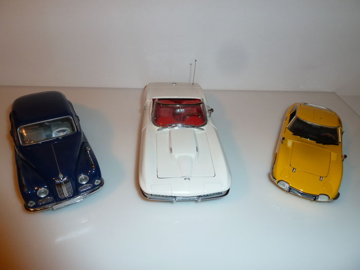 Schuco / Franklin Mint - Scale 1/24 - Lot with 3 models: Toyota 2000GT, BMW 502 & Corvette Sting Ray