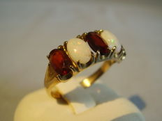Antique 9kt yellow gold ring with 2 full opals (1ct) and 3 garnets (1.8ct)