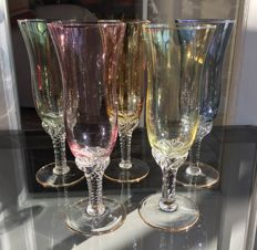 Lot of 5 champagne flutes in fine crystal.