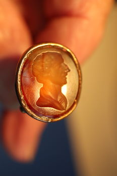 Cachet / wax-stamp of carnelian put in brass mount - with the imprint of a portrait in profile - ca. 1800, England (?)