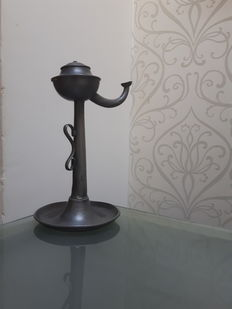 "So-called ""snotneus"" oil lamp, pewter- 19th century"