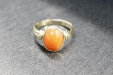 14 kt gold ring with precious coral, size: 15¼ mm