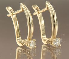 14 kt yellow gold solitaire earrings set with 0.18 ct brilliant cut diamond