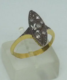 18 kt gold Ladies Antique style ring with diamonds - size 54,5