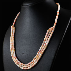 Pink Opal necklace with 18 kt (750/1000) gold Clasp, length 50 cm. *No Reserve*