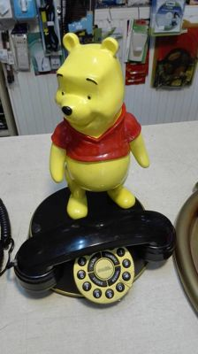 Winnie the Pooh - Holland edition - Functional phone. TM & (C) Warner Bros.Entertainment Inc.