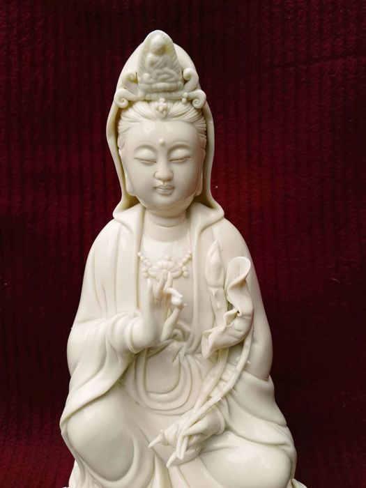 Chinese Dehua Porcelain, blanc de Chine Guan Yin 26 cm - China - late 20th century