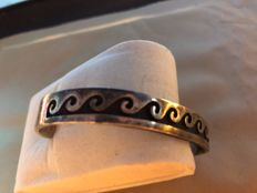Solid 925‰ silver bracelet with serrated waves effect, circa 1920