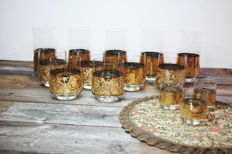 14 gold-plated glasses with floral patterns + round table cloth