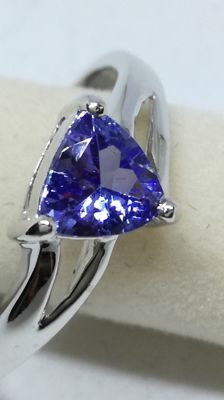 White gold ring with tanzanite - Size 17.5