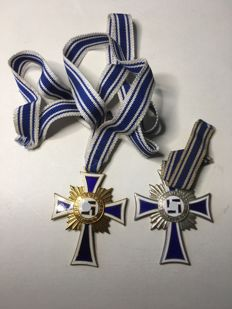 Lot with 3 crosses in Honor of the german mother 2nd, and 3rd  Class  Original