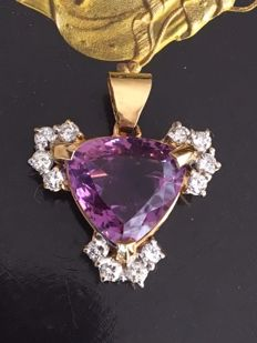 18kt yellow gold pendant, set with many cut amehyst approx. 10 ct and diamond approx. 1.32 ct G/VS/SI