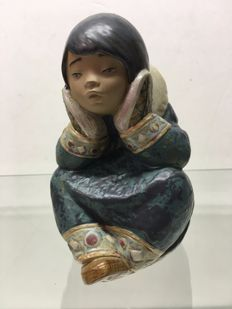 Lladro 2158 - Pensive Eskimo Girl - by Francisco Catala