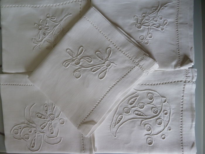 37028b739e3 Set of 5 towels in linen and cotton embroidered by hand of 4 different  designs at