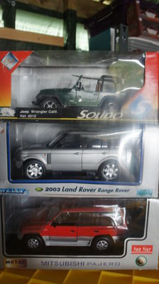 Sunstar / Welly / Solido - Scale 1/18 Lot with 3 models: Range Rover 2003, Mitsubishi Pajero & Jeep Wrangler