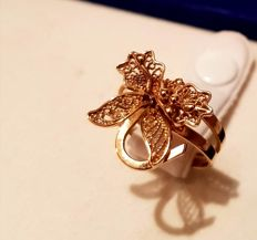 Ring with flower, fruits and leaves in chiselled gold - 18 mm