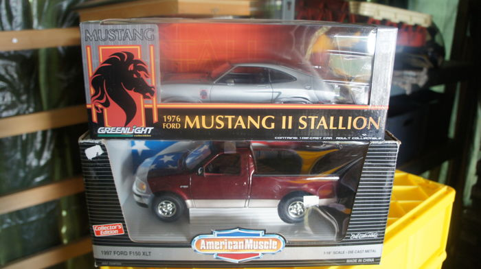 Greenlight / ERTL - Scale 1/18 - Ford Mustang II Stallion 1976 & Ford F150 XLT
