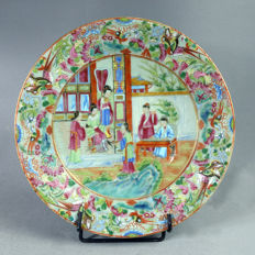 Canton porcelaine celadon plate; court scene - China - 19th century