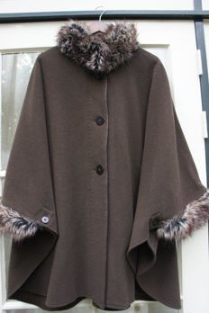 Damo Donna - Beautiful poncho / cape / coat trimmed with faux fur