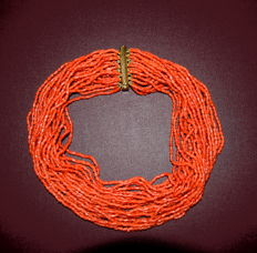 Stunning necklace of 25 WIRE of coral Sciacca quality - weght 190 gr ca-closing with 18 K solid gold – Italian – circa 1950