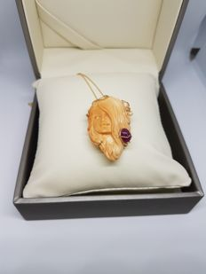 18 kt gold necklace with ruby and exclusive cameo from Torre del Greco. Made in Italy. Length: 45 cm