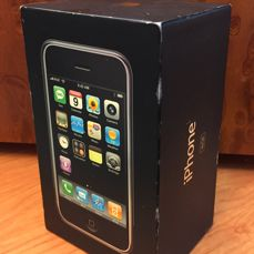 iPhone 2g 16gb 1st Generation. Including box & accessories.