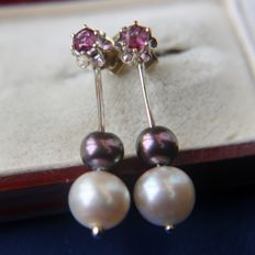 14kt. White gold 2 in 1 pair of ear plugs with solitaire natural Ruby and detachable part with sea/saltwater and Tahiti pearls. Excellent condition