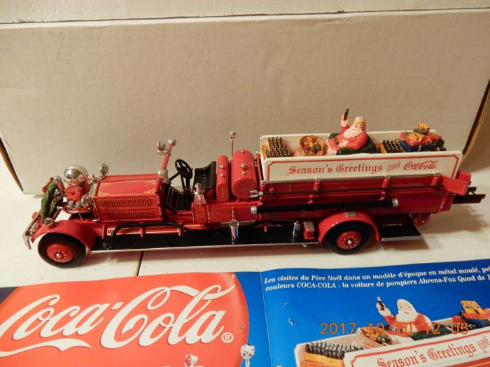 Matchbox Collectibles - Schaal  ca 1/55 - Ahrens Fox Quad Fire Engine 1930 - The Coca Cola Holiday Fire Engine met Kerstman - YYM35193