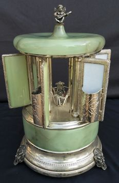 Reuge Persian green onyx cigarette holder with music box in working condition - Switzerland - 1940s