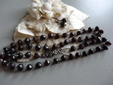 Antique garnet necklace with dangle earrings set in silver