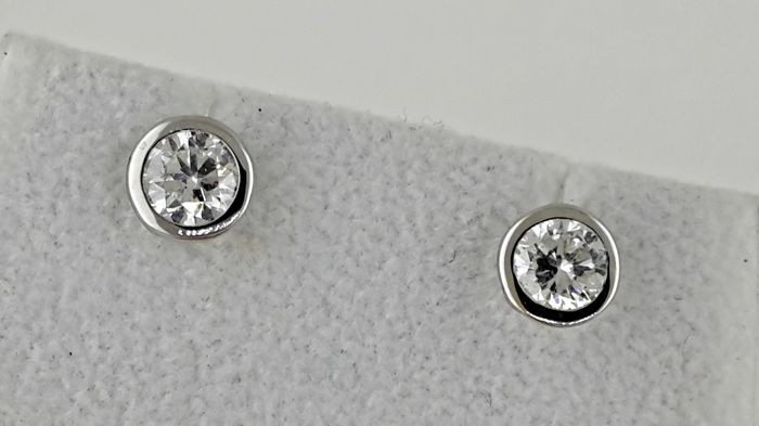 1.52 ct E/SI1 round diamond stud earrings 14 kt white gold