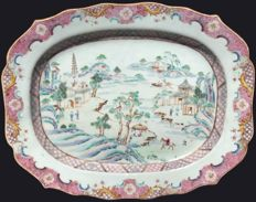 Famille rose charger decorated with a Chinese landscape - China - ca. 1750 (Qianlong period)