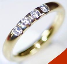 14 kt - Yellow gold women's ring set with four brilliant cut diamonds, approx. 0.24 ct in total. Size 15.50 mm.