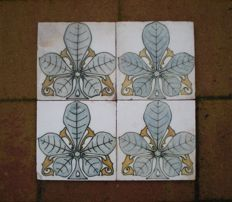 De Distel - Lot of 4 Art Nouveau tiles with chestnut leaf