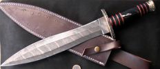 Handcrafted Damask dagger - long (46 cm) and solid (714gram) Handle from Buffalo Horn - ** No Reserve Price **