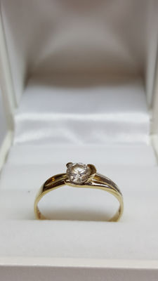14 kt yellow gold ring set with zirconia, size: 19