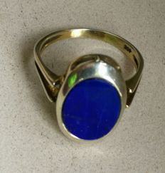 Antique, gold ring with large lapis lazuli plate.