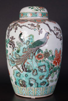 Porcelain wucai vase with lid - China - 19th century